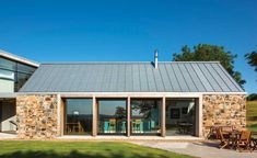 The expansive glazing on the converted barn Barn Conversion Exterior, Barn House Conversion, Barn Conversions, Stone Barns, Stone Houses, Converted Barn Homes, Bungalow Extensions, Modern Barn House, Contemporary Barn