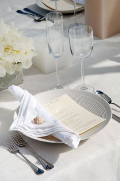 Going all white for an outdoor beach wedding reception screams elegance. Pair with silver cutlery for a classic feel.