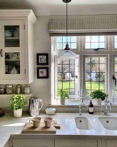 Home Decor Kitchen, Kitchen Interior, Home Kitchens, Dream House Interior, Home Interior Design, Décor Boho, Beautiful Kitchens, Beautiful Interiors, Sweet Home