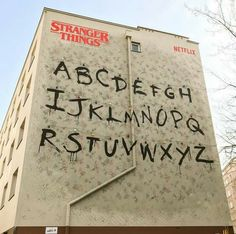 Seen in Warsaw, Poland! Stranger Things Season 3, Stranger Things Funny, Stranger Things Netflix, Long Island, Videos Kawaii, Stranger Things Aesthetic, Cute Baby Dogs, Funny Video Memes, Living At Home
