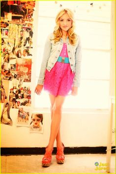 Peyton list just has the greatest seance if style and fashion <3 She looks to totes adorbs in that dress. So dress like her