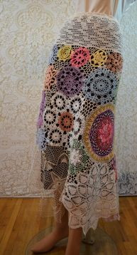 Repurposing doilies into a skirt. Can also be used as a sundress for shorter people