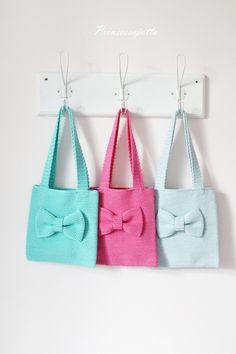 Tarvitset: 3 kerää Bomull Sport tai Matilda -lankaa virkkuukoukun 2,75 neulan, sakset ja mittanauhan (Handmade -merkin) ... Crotchet Bags, Knitted Bags, Love Crochet, Knit Crochet, Bags For Teens, Crochet Purses, Big Bags, Crochet Accessories, Crafts To Do