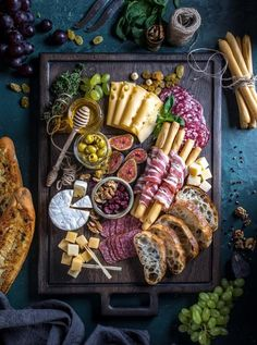 Charcuterie Recipes, Charcuterie Platter, Charcuterie And Cheese Board, Cheese Boards, Antipasto Platter, Party Food Platters, Healthy Snacks, Healthy Recipes, Snacks Saludables