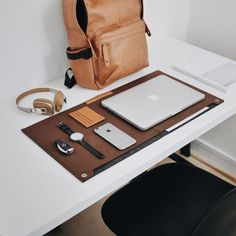 10 Astonishing Tips: How To Have A Minimalist Home Minimalism modern minimalist bedroom closet.Minimalist Decor Bedroom House minimalist home wood architecture. Minimalist Desk, Minimalist Home Decor, Minimalist Interior, Minimalist Bedroom, Minimalist Wardrobe, Bedroom Desk, Bedroom Kids, Desk Setup, Workspace Desk