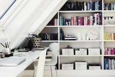 Cách tận dụng tầng gác mái làm không gian lưu trữ không thể tuyệt vời hơn