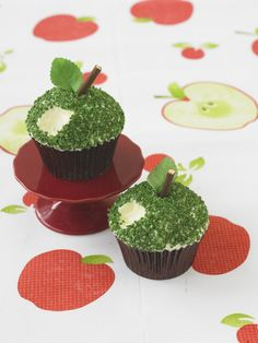 #CakeDecorating Crunchy #Apple #Cupcakes  #LearnWithUs #Issue21