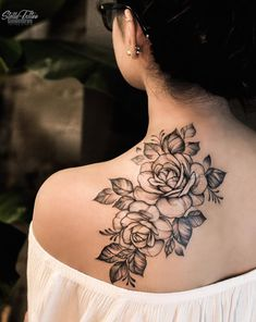 26 Awesome Floral Shoulder Tattoo Design Ideas For Woman - Floral Tattoo Design, Schulter Tattoo Ide Tattoo Placement Shoulder, Simple Shoulder Tattoo, Tribal Shoulder Tattoos, Flower Tattoo Shoulder, Shoulder Tattoos For Women, Flower Tattoo Back, Tribal Tattoos, Turtle Tattoos, Shoulder Blade Tattoos
