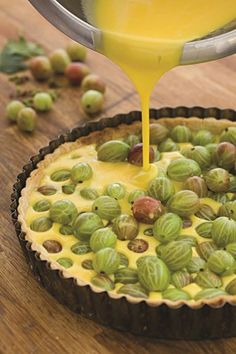 Sarah Raven& delicious gooseberry tart is simple to make and perfect to serve at a summer dinner party with a dollop of thick cream. Sweet Pie, Sweet Tarts, Gooseberry Tart Recipes, Gooseberry Bush, No Bake Cake, Sweet Recipes, Cooking Recipes, Gin Recipes, Dessert Recipes