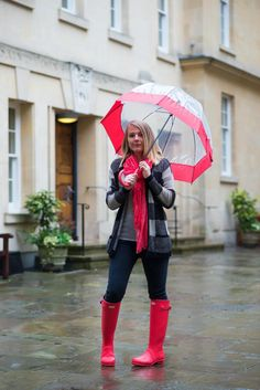 Red Hunter Boots, Hunter Boots Outfit, Pink Rain Boots, Wellies Rain Boots, Welly Boots, Cute Rainy Day Outfits, Outfit Of The Day, Fall Outfits, Outfit Jeans
