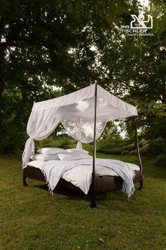 Das Bett im Grünen  von Felzmann ist ein  Traum für alle Naturliebhaber und Romantiker.  Doch dieses Bett passt auch in jedes Schlafzimmer perfekt. Outdoor Furniture, Outdoor Decor, Home Decor, Carpenter, Bed, Bedroom, Wood, Decoration Home, Room Decor