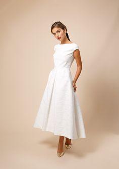 Jeanne X Délicate Dentelle de Calais-Caudry Classy Dress, Classy Outfits, Casual Dresses, Fashion Dresses, Formal Dresses, Civil Wedding Dresses, Party Kleidung, Applique Wedding Dress, Outfit Trends