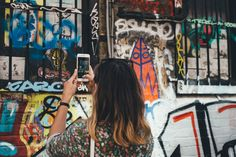 Instagram is a great marketing tool for artists. You want to find out which art hashtags most people use on Instagram? Check out this list with the top 10!