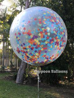 A beautiful big (90cm) clear balloon with rainbow coloured confetti.