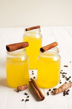 Turmeric ginger tea with lemon helps you to fight cold, cough and sore throat. This simple drink can tremendously improve your immune system. Fodmap Recipes, Lemon Recipes, Raw Food Recipes, Wine Recipes, Yummy Drinks, Healthy Drinks, Yummy Food, Delicious Blog, Smoothie Drinks