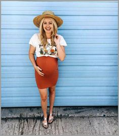 Fashion Guide For New Mothers [Maternity Fashion] How to Avoid Maternity Wear Mistakes * Be sure to check out this helpful article. Cute Maternity Outfits, Stylish Maternity, Pregnancy Outfits, Maternity Wear, Pregnancy Info, Summer Maternity Fashion, Pregnancy Style, Pregnancy Fashion, Maternity Styles