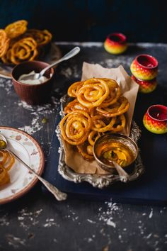 Either served with sweet rabdi, or with cold sour yogurt, it's tough to not pick one when you see a pile of Jalebi gleaming in golden syrup. Easy Dinner Recipes, Sweet Recipes, Dessert Recipes, Indian Desserts, Indian Food Recipes, Comida India, New Years Eve Food, Recipe For Mom, Food Festival