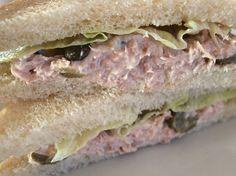 Δοκίμασε το τελειότερο σάντουιτς με τόνο και μαγιονέζα..