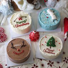 Christmas Cake Designs, Christmas Cake Decorations, Holiday Cakes, Christmas Desserts, Christmas Treats, Christmas Cakes, Pretty Birthday Cakes, Pretty Cakes, Beautiful Cakes