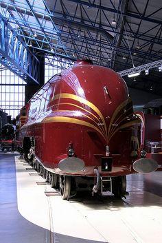 Trenes y locomotoras Dieselpunk y retrofuturistas