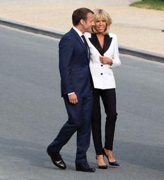Emmanuel et Brigitte Macron Beaux Couples, Brigitte Macron, Emmanuel Macron, New Politics, Amazing Women, Bedrooms, France, Stars, Stylish