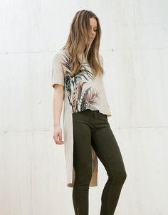 Bershka España - Camiseta elástica estampado hojas