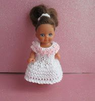Simplicity Doll Dress To fit a doll 4 ply yarn mm knitting needles Cast on 40 stitches work in garter stitch until wor. Barbie Knitting Patterns, Barbie Clothes Patterns, Doll Dress Patterns, Baby Doll Clothes, Knitting Designs, Baby Dolls, Knit Patterns, Chelsea Doll, Easy Knitting