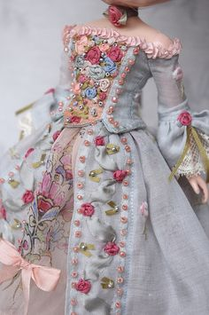 Детские мечты: Кукольные платья, such a beautiful and detailed costume, the needlework is flawless.