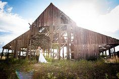 wedding photography, bride and groom, barn, outdoor photography, photography