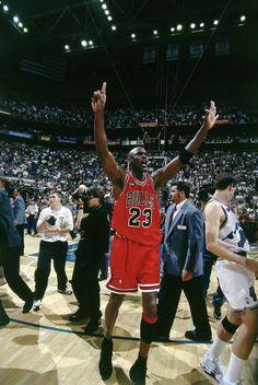 Basketball History, Basketball Art, Basketball Legends, Basketball Players, Jordan Bulls, Michael Jordan Chicago Bulls, Utah Jazz, Chicago Bulls Tattoo, Basketball Photography