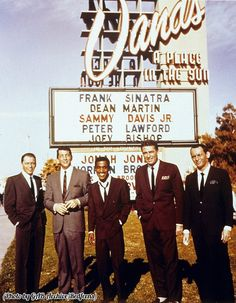 The Rat Pack standing in front of the Sands Hotel in Las Vegas: Frank Sinatra, Dean Martin, Sammy Davis Jr., Peter Lawford and Joey Bishop, 📷 🏨 Sammy Davis Jr, Dean Martin, Martin Movie, Vintage Hollywood, Classic Hollywood, Hollywood Men, Old Hollywood Stars, Hollywood Icons, Mafia