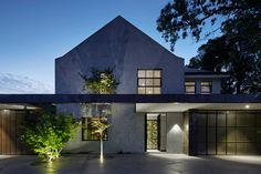 Hopetoun Rd Residence by b.e architecture retains the existing structure as an anchoring element, with new pavilions floating underneath the copper roofline