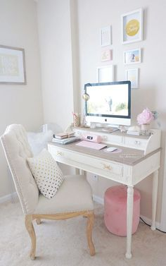 Hello my loves! I'm really excited to share with you all my new desk/desk tour :) I purchased a new desk last month and I am just in love ♥️ A lot of you have seen it on my SnapChat and…