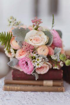 peach pink bridal bouquet / Sweet Peach Photography