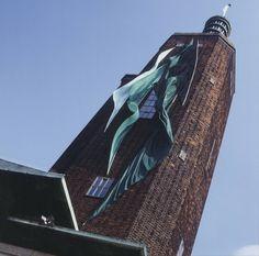 Towerbanners - Dré Wapenaar, 2001 | Collection Boijmans