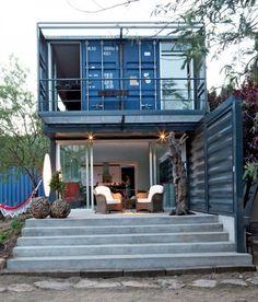 Casa container na Espanha por James & Mau Arquitectura e Infiniski. #casacontainer