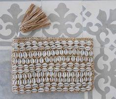 Natural Raffia Shell Clutch – Tassel Zip, Bridesmaids Gifts - Sore Tutorial and Ideas Diy Clutch, Clutch Bags, Bijoux Diy, Leather Handle, Embellishments, Tassels, Shells, Bridesmaid, Pattern