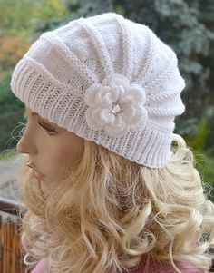 White cap in flower cap / hat lovely warm by DosiakStyle on Etsy ♡ ♡