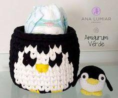 Muito amor por este kit de pinguins fofuchos! O cestinho serve para guardar fraldas, para colocar kit de higiene ou até mesmo brinquedos! O kit tem preço promocional, mais informações por direct!