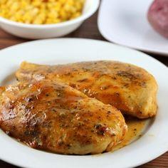 6 blancs de poulet + S+P + 1/2 cup de miel + 1/2 cup de moutarde + 1cc basilic + 1cc paprika + 1/2cc persil = préchauffer 175°C,   S+P le poulet dans un plat, mélanger les ingrédients ds un bol, couvrir le poulet de la moitié du mélange au pinceau, cuire 30min, retourner le poulet et recouvrir du reste du mélange, cuire 10à15min
