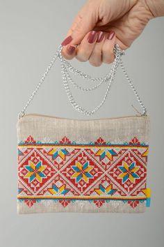 Otros - Clutch de tela de lino con bordado étnico en punto - hecho a mano por KaenguruhShop en DaWanda