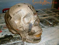 DIY - Paper mache skull tutorial    http://www.spookyblue.com/halloween/skulls/paper-mache-skull.htm