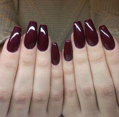 Amo estas uñas color guinda❤️