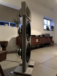 diy concrete open baffle / ae-dipole15 /concrete seos 18 waveguide bms 4550 Open Baffle Speakers, Audio Speakers, Diy Concrete, 3d Artwork, Loudspeaker, Audiophile, Home Theater, Tips, Projects