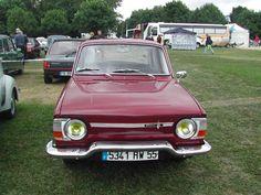 """Renault 10 Major """"rouge bordeaux"""" vue de face."""