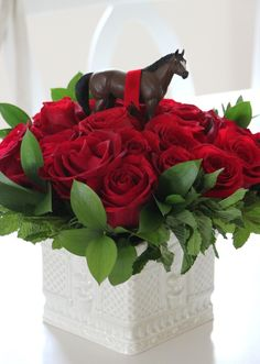 Make a beautiful rose and horse filled floral centerpiece to celebrate this year's Kentucky Derby party. Bourbon, Derby Day, Derby Time, Crown Party, Kentucky Derby Hats, Kentucky Derby Party Ideas, Kentucky Food, Kentucky Derby Fashion, Run For The Roses