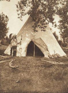 Two Leggings' Lodge - Apsaroke (The North American Indian, v. IV. Cambridge, MA: The University Press, 1909)