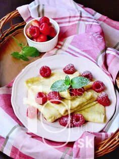 Crepes, Fruit Salad, Pancakes, Paleo, Healthy, Food, Basket, Fruit Salads, Essen