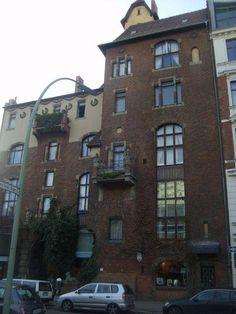 Buradan yürüyerek Fassanen caddesine gidiyoruz. İşte burada harika apartmanlar var. Bölge çok şık ve güzel... Daha fazla bilgi ve fotoğraf için; http://www.geziyorum.net/berlin-3-gun/
