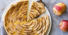 Apple tart with puff pastry – quick and easy to make yourself Apple Dessert Recipes, Apple Recipes, Baking Recipes, Desserts, Quick Recipes, Creamy Layer, German Baking, Let Them Eat Cake, Sweet Tooth
